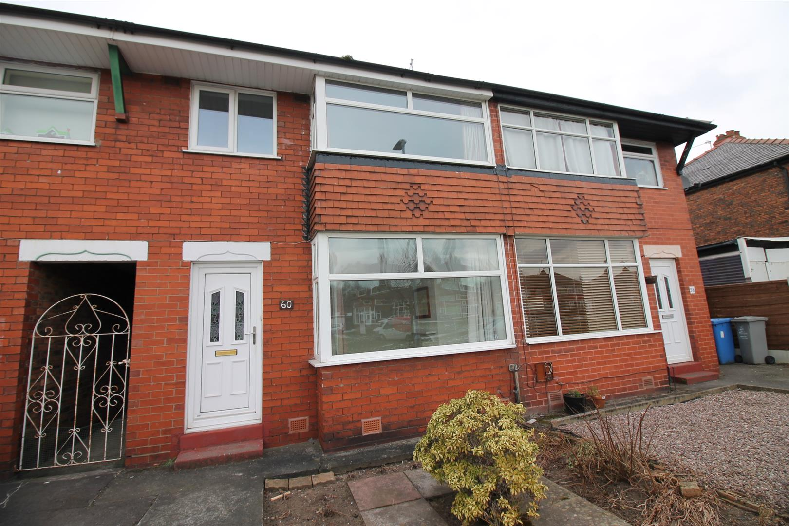 3 Bedroom House - Mid Terrace To Let